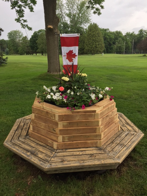 Canada_Flag_150_golf_flowers