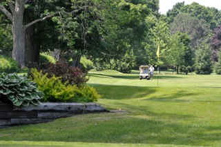 beautiful-garden-private-golf-barrie-innisfil